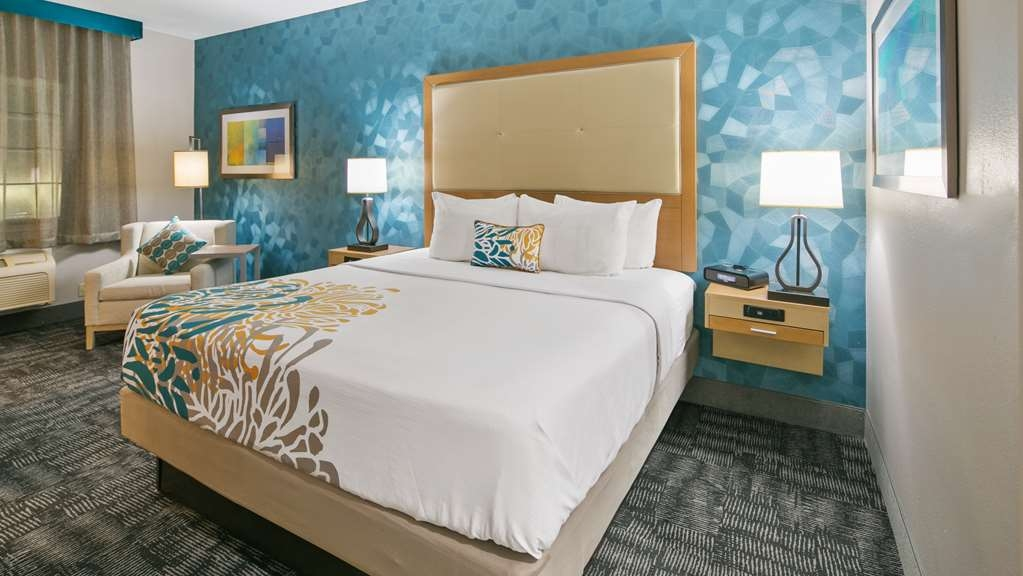 Best Western Plus Houston Atascocita Inn & Suites - All the comforts of home in our king guest room.