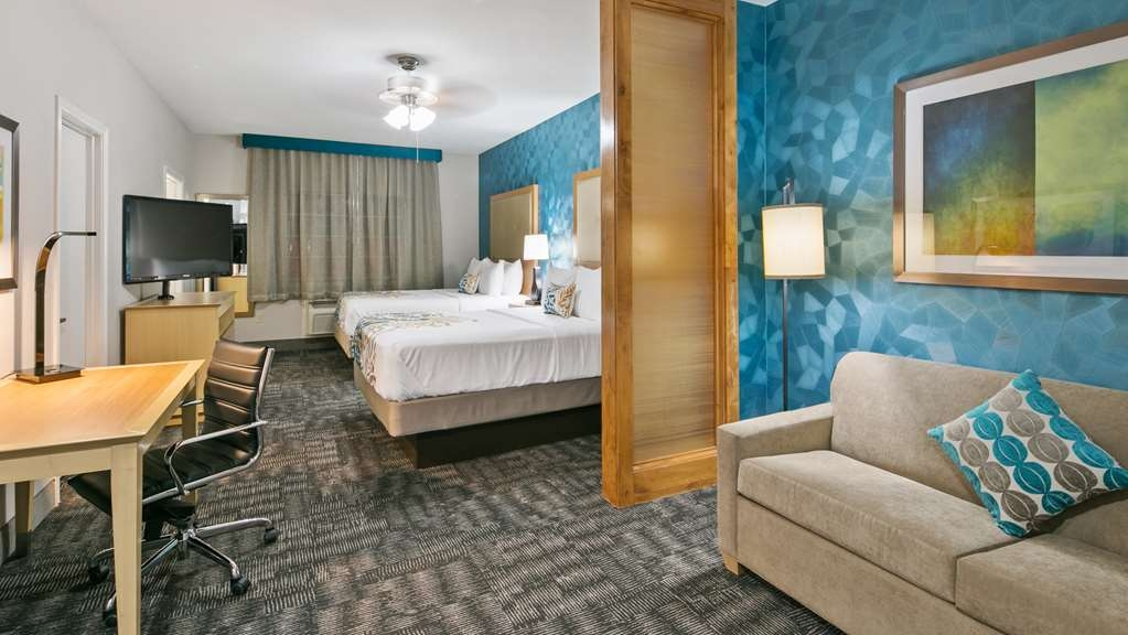 Best Western Plus Houston Atascocita Inn & Suites - Whether it's for one night or a week our double Queen Suite is right for you.