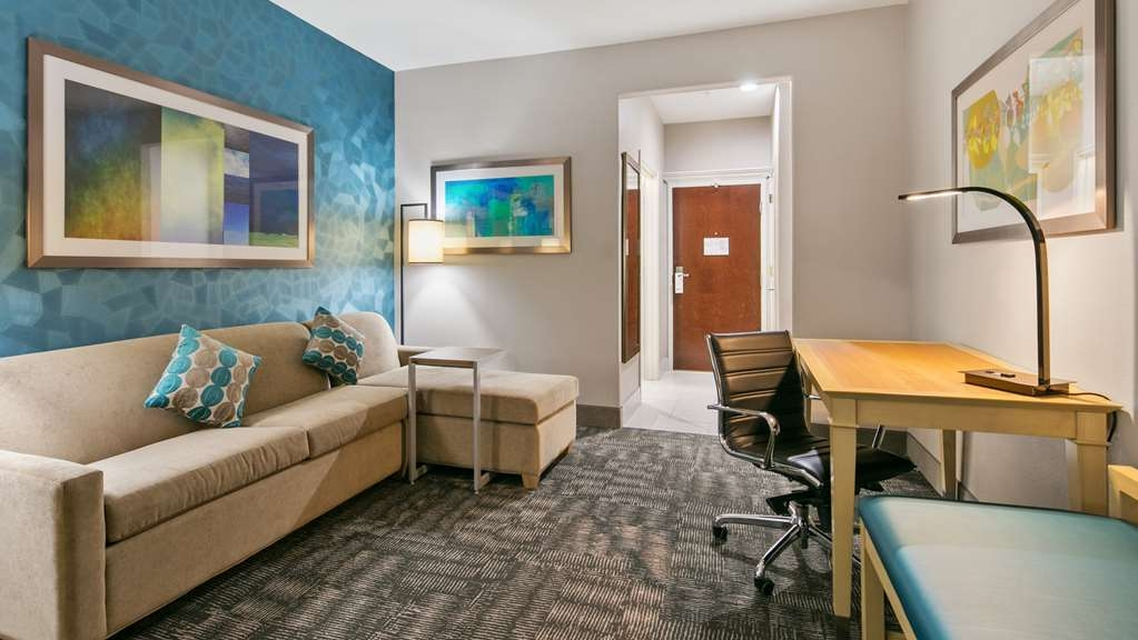 Best Western Plus Houston Atascocita Inn & Suites - You'll have plenty of space to move around in our King Suite