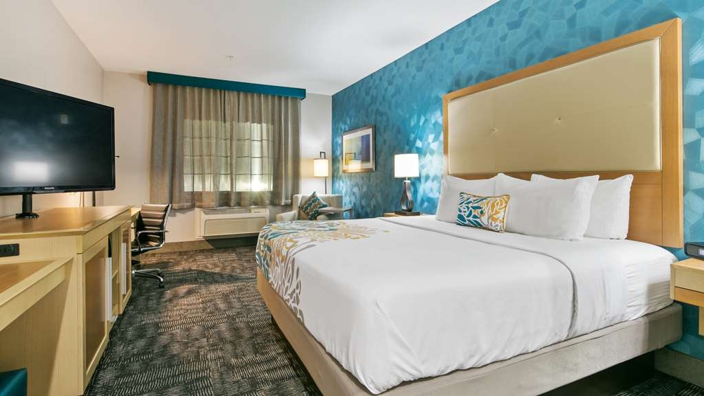 Best Western Plus Houston Atascocita Inn & Suites - Sink into the comfort of our cozy mattresses in all of our guest rooms.