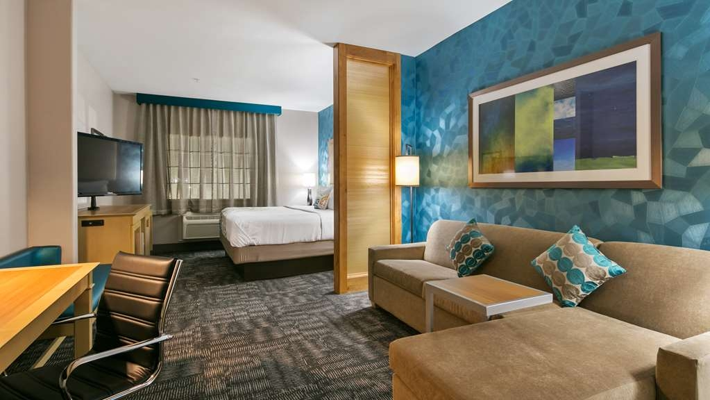 Best Western Plus Houston Atascocita Inn & Suites - Relax after a long day of travel in our king suite.