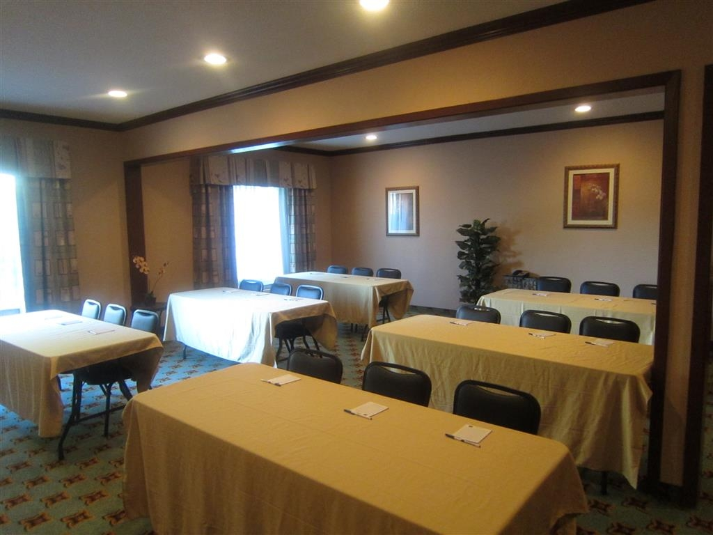 Best Western Granbury Inn & Suites - We offer the perfect conference room to exchange business ideas or strategies.