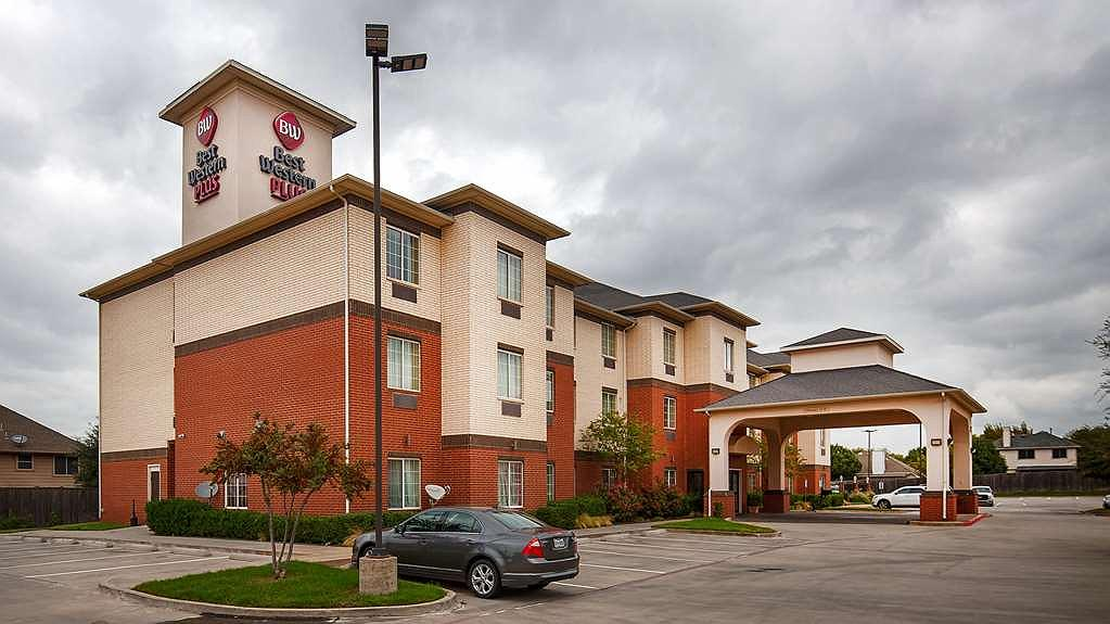 Best Western Plus Lake Dallas Inn & Suites - Aussenansicht