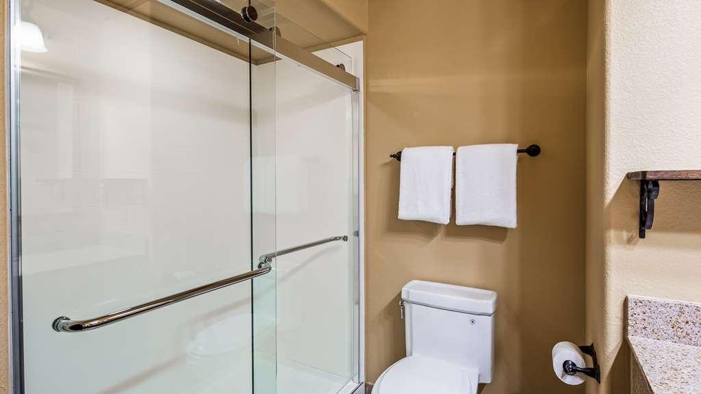 Best Western San Isidro Inn - Guest Bathroom