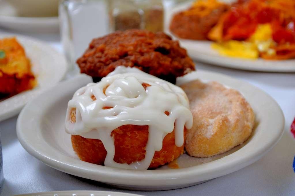Best Western San Isidro Inn - Indulge in freshly home made pastries.