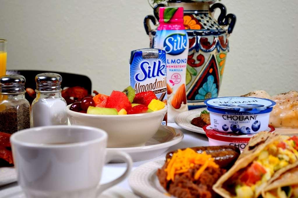 Best Western San Isidro Inn - Enjoy seasonal fresh fruit and other delicious breakfast items.