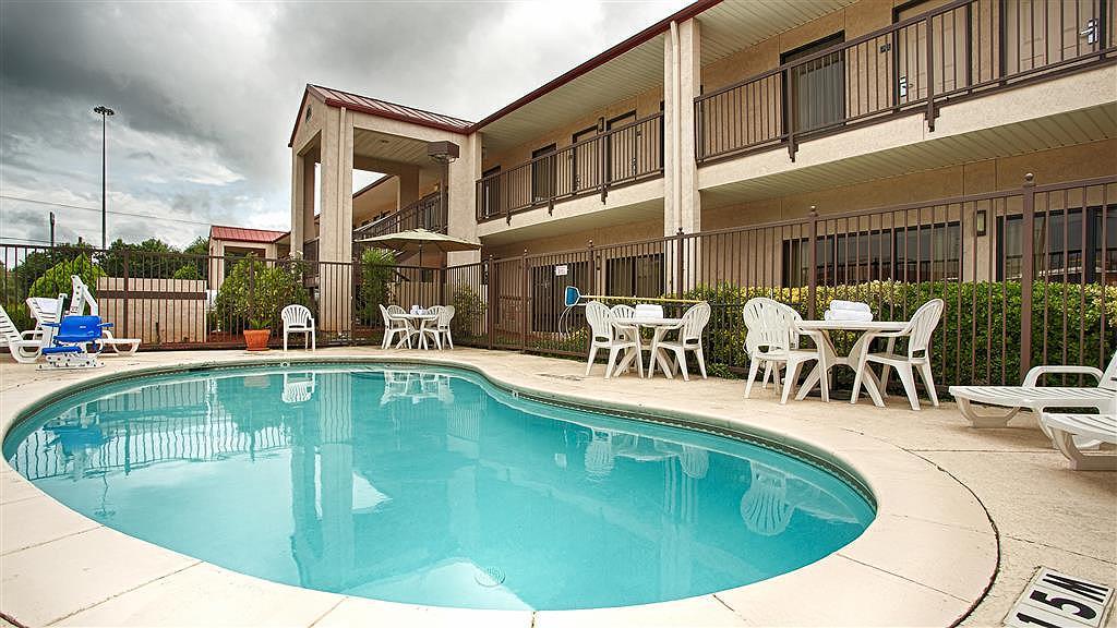Best Western Lindale Inn - Vista de la piscina