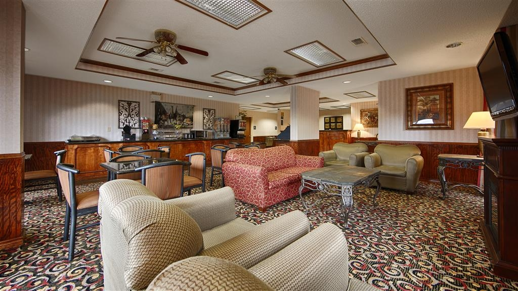 Best Western Lindale Inn - The moment you step into our cozy hotel lobby, you'll feel like part of our family, stay with people who care.
