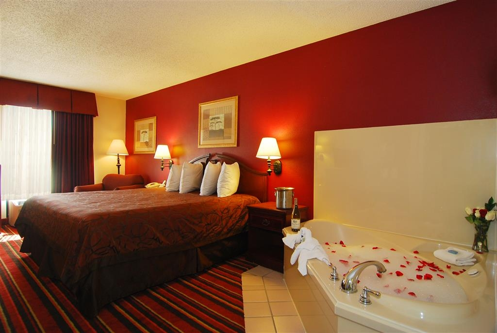 Best Western Lindale Inn - Spend a special night together in our guest room with whirlpool spa.
