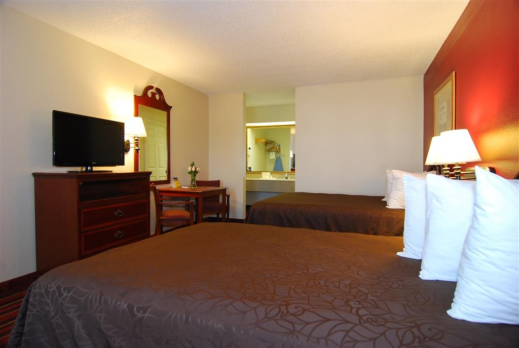 Best Western Lindale Inn - Immediately feel at home when you walk into this guest room with two full size beds, flat screen TV, microwave and refrigerator.
