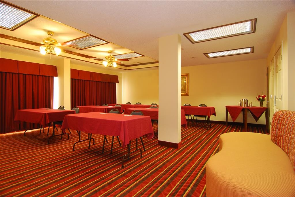 Best Western Lindale Inn - Our meeting room is perfect for moderate sized gatherings, presentations or seminars.
