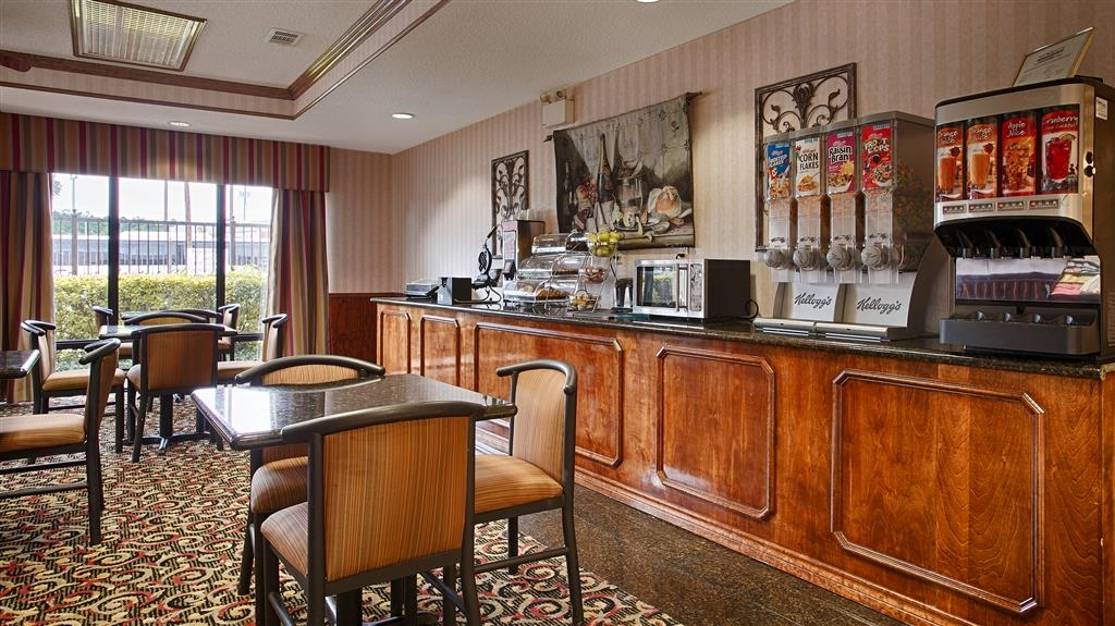 Best Western Lindale Inn - Sit down and enjoy the morning news while sipping a delicious cup of coffee.