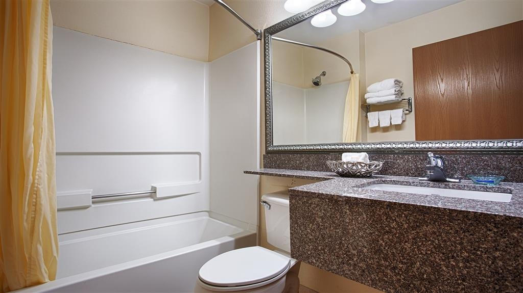 Best Western Roanoke Inn & Suites - Baño