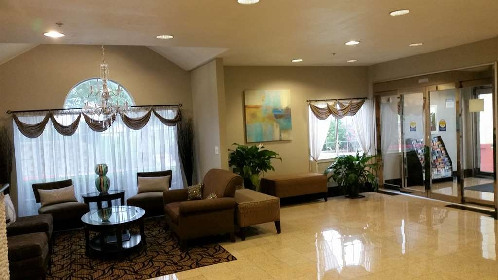 Best Western Roanoke Inn & Suites - Vista del vestíbulo