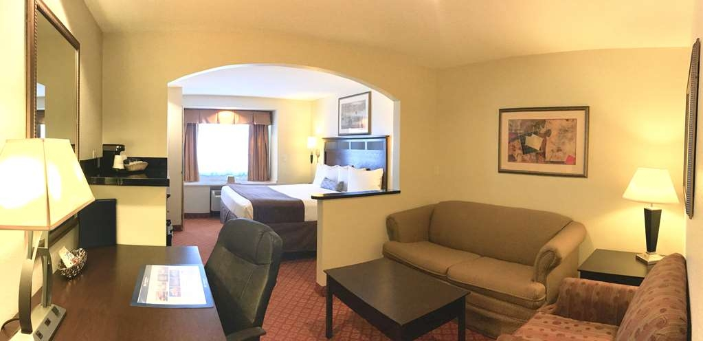 Best Western Roanoke Inn & Suites - Suite