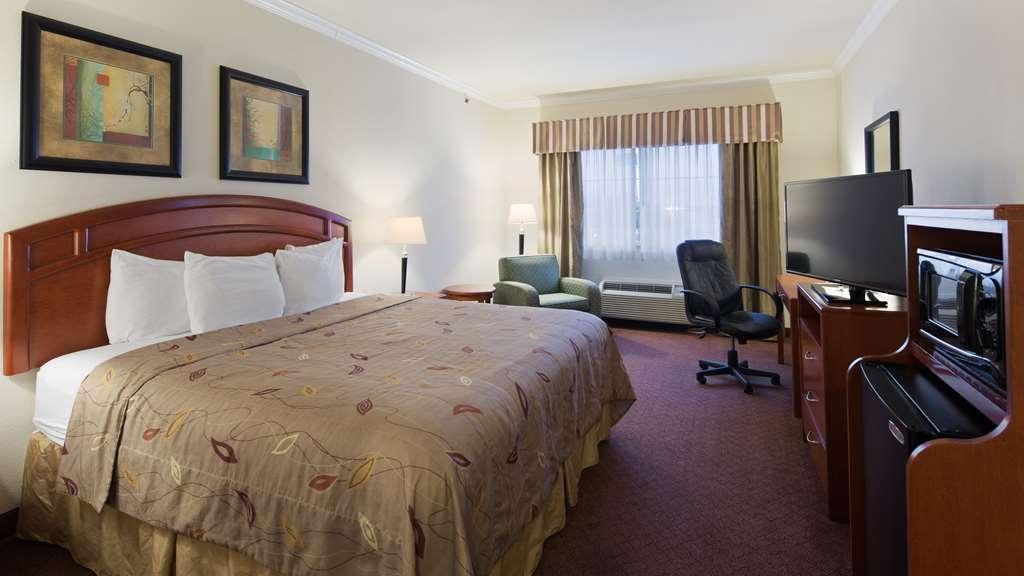 Best Western Cleveland Inn & Suites - Bedroom Suite