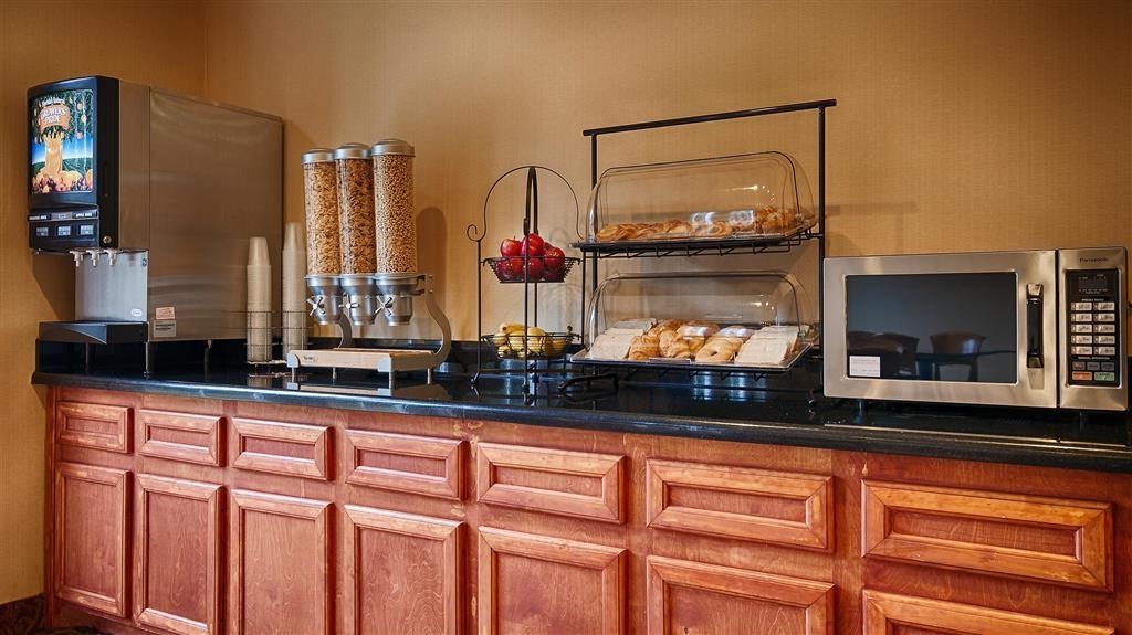 Best Western Cleveland Inn & Suites - Desayuno Buffet