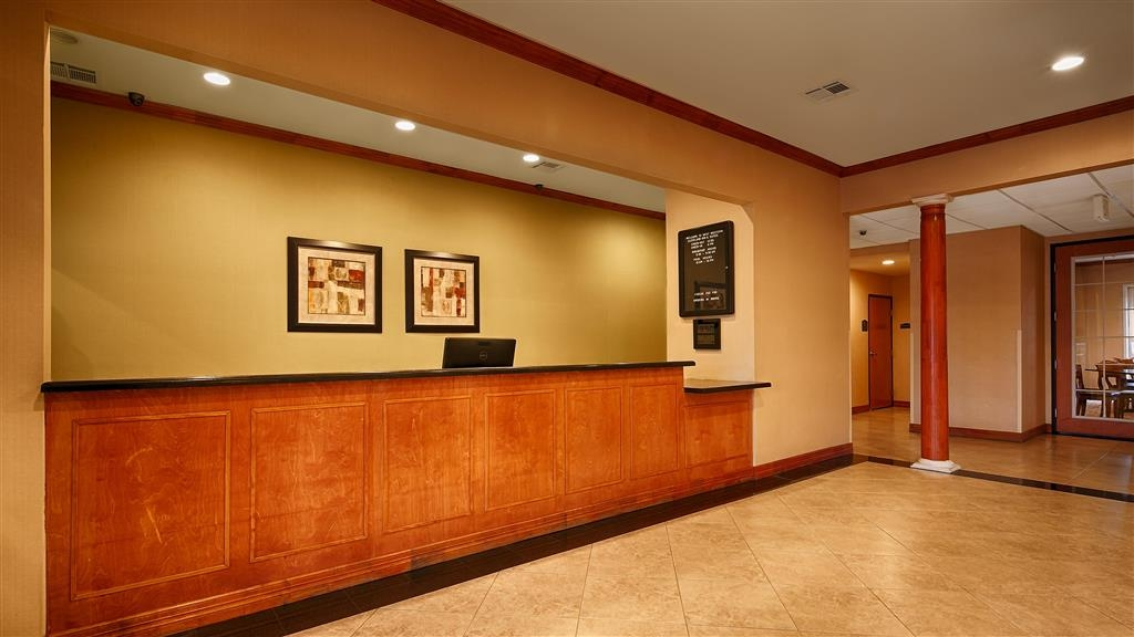 Best Western Cleveland Inn & Suites - reception