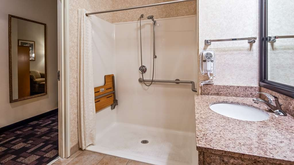 Best Western Longview - Accessible Guest Bathroom