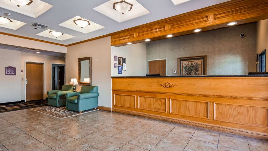 Best Western Longview - Front Desk