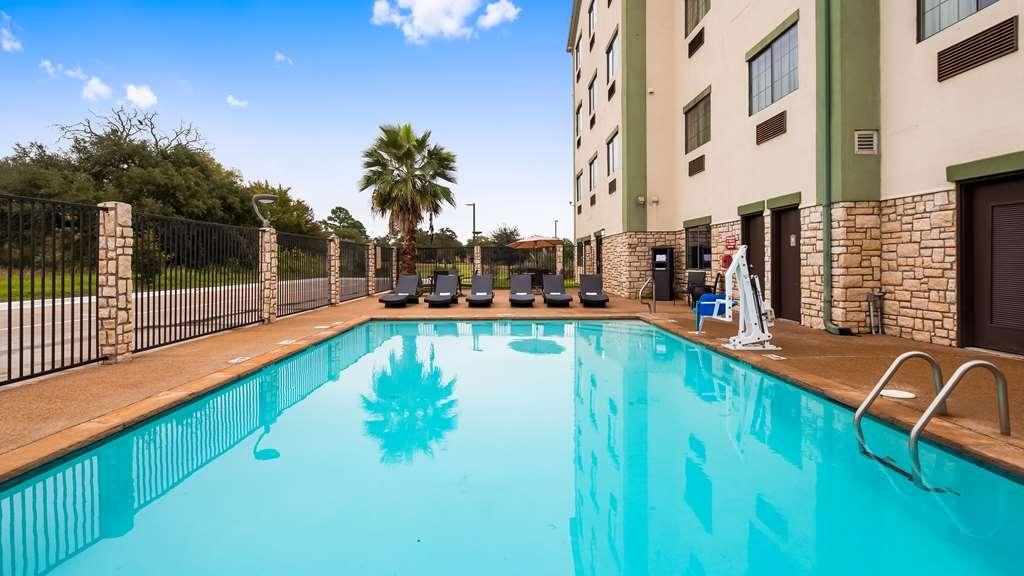 Best Western La Grange Inn & Suites - Pool view