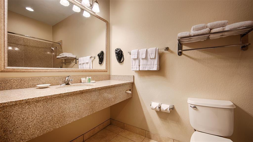 Best Western La Grange Inn & Suites - Guest Bathroom