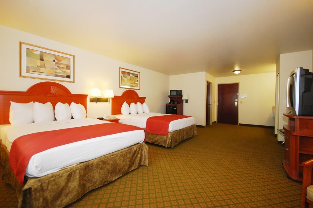 Best Western Henrietta Inn & Suites - We offer a variety of 2 queen rooms from standard to mobility accessible.