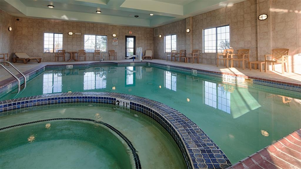 Best Western Henrietta Inn & Suites - Don't let the weather stop you from relaxing in our indoor heated swimming pool!