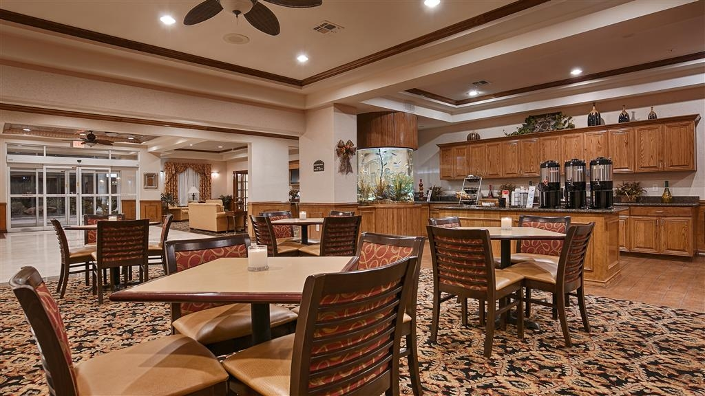 Best Western Plus Portland - Enjoy our wonderfully new breakfast menu which including homemade items like our delicious Texas-sized waffles, scrambled eggs, fresh fruit, and more.