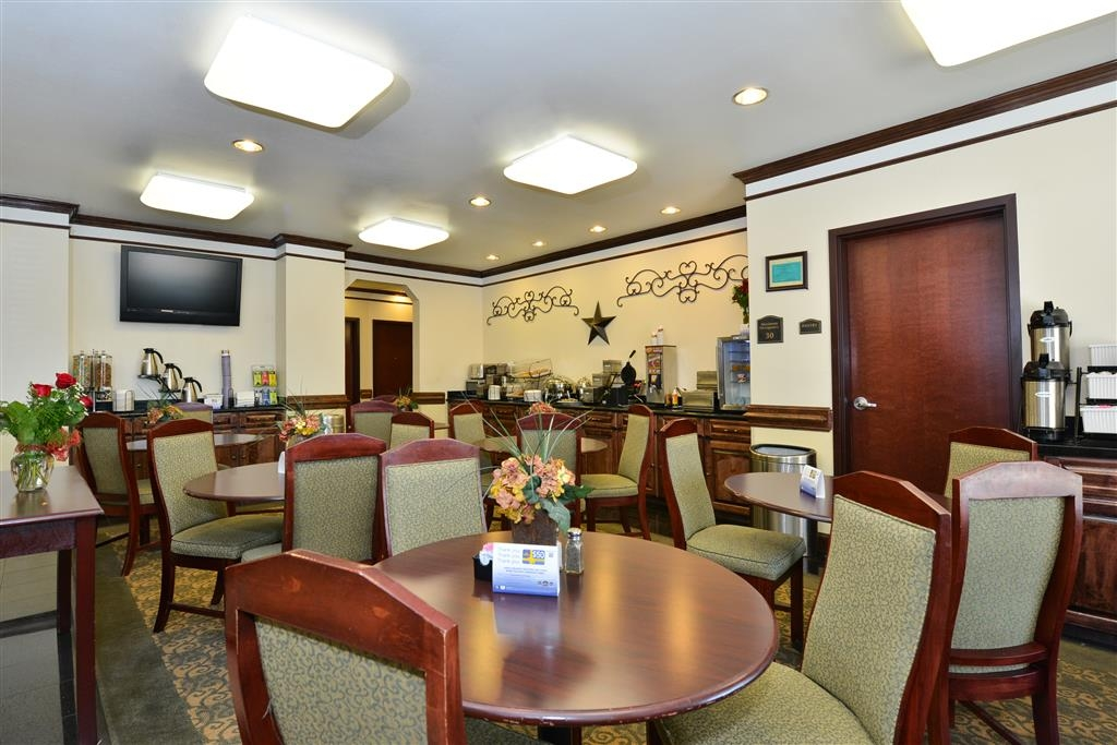 Best Western Lone Star Inn - Start your day off great with our coffee and juices, plus our many selections of breakfast items.