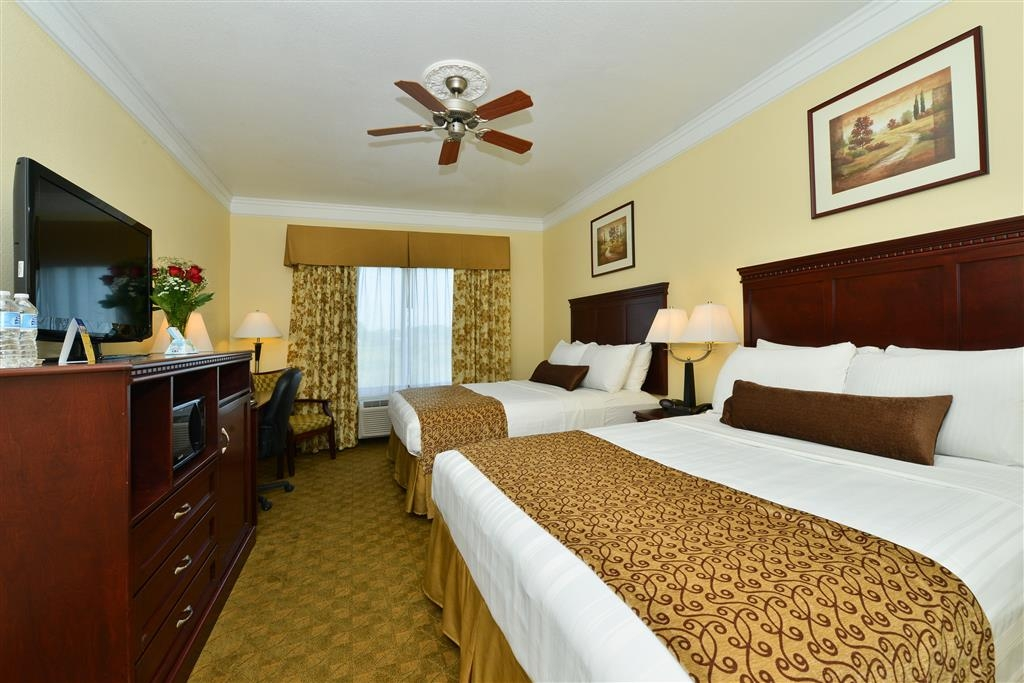 Best Western Lone Star Inn - Take advantage of our two queen size beds, with free Wi-Fi and ceiling fan.