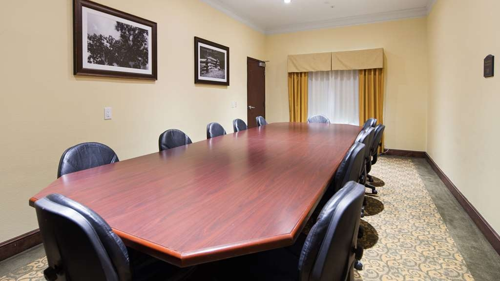Best Western Lone Star Inn - Our meeting room holds 15 to 20 people and includes coffee, water and free Wi-Fi.