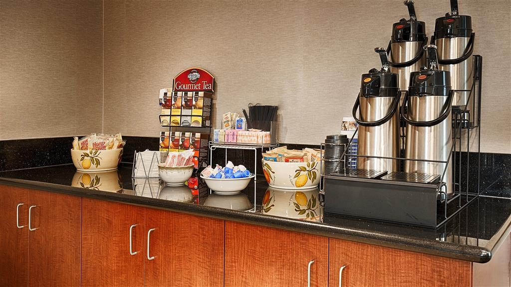 Best Western Refugio Inn - Enjoy a nice cup of hot coffee or tea located in the lobby.