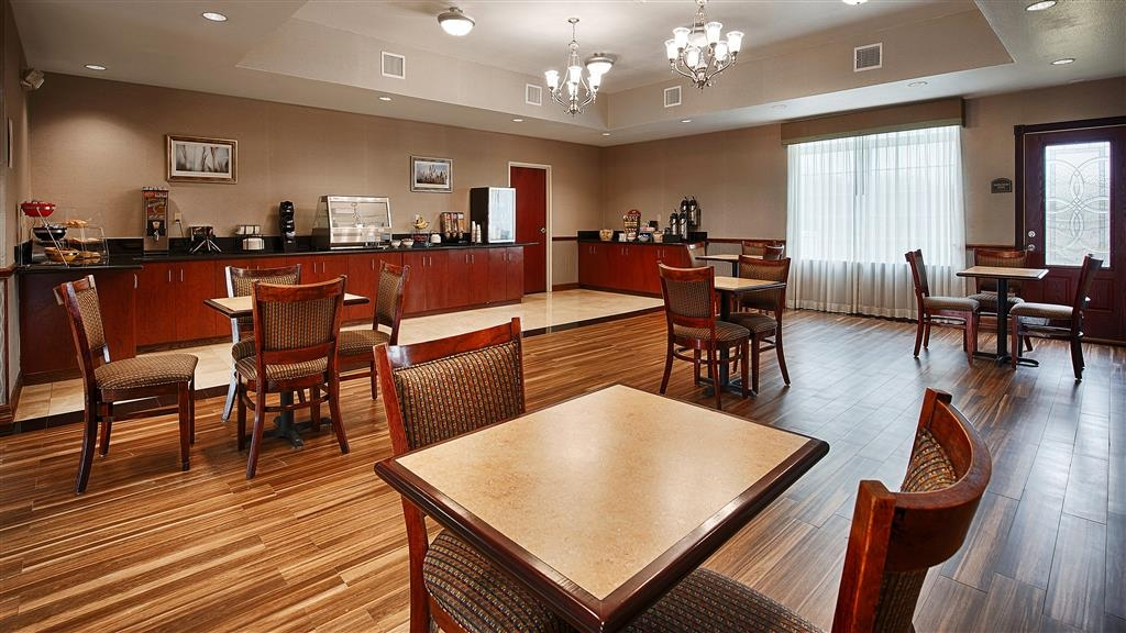 Best Western Refugio Inn - Rise and shine with a complimentary continental breakfast every morning.