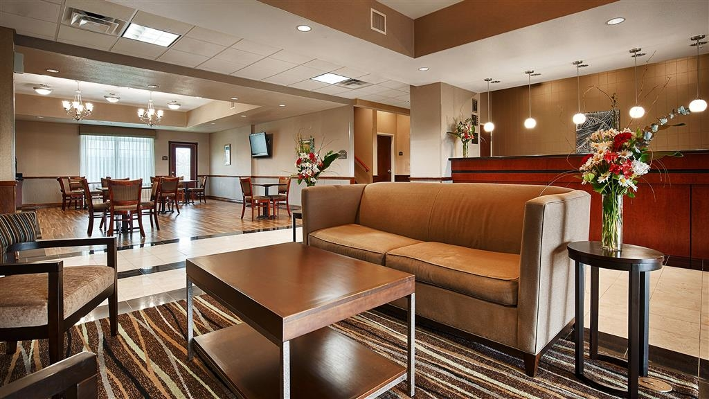 Best Western Refugio Inn - Our lobby is the perfect spot to relax after a long day of work and travel.