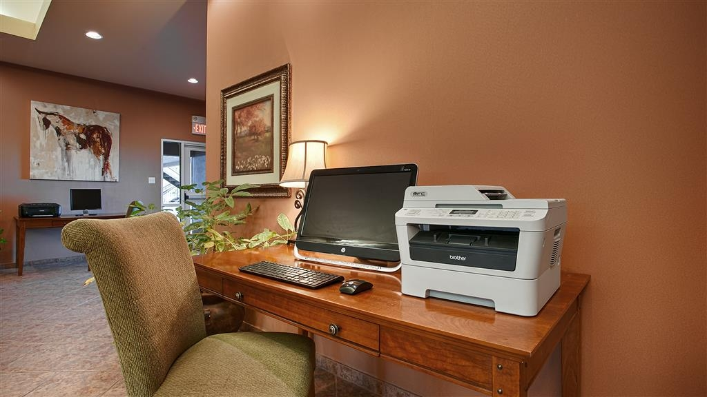 Best Western Dos Rios - Keep up with work on the road in our business center, complete with a computer, printer and fax machine.