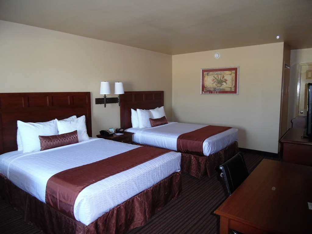 Best Western Dos Rios - Two Queen beds. This is a perfect room for friends and family to relax and enjoy visiting with each other.