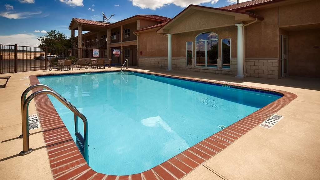 Best Western Dos Rios - Outdoor Pool is a perfect place to splash around and have fun with your family.