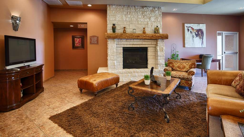 Best Western Dos Rios - Come relax in our hotel lobby. Enjoy the beautiful fireplace and relax with family and friends.