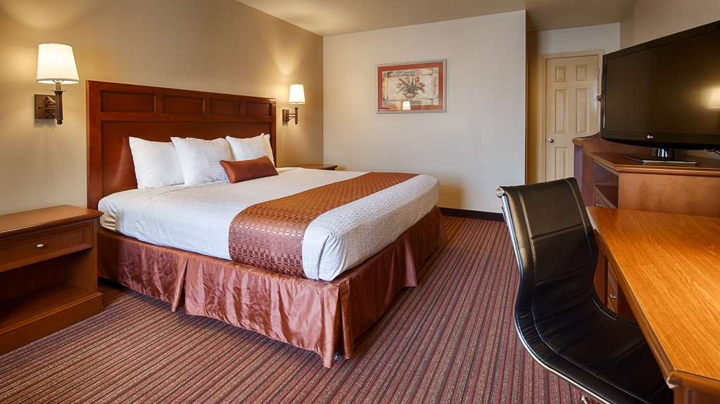 Best Western Dos Rios - King Room is perfect place to relax and enjoy our clean quiet rooms.