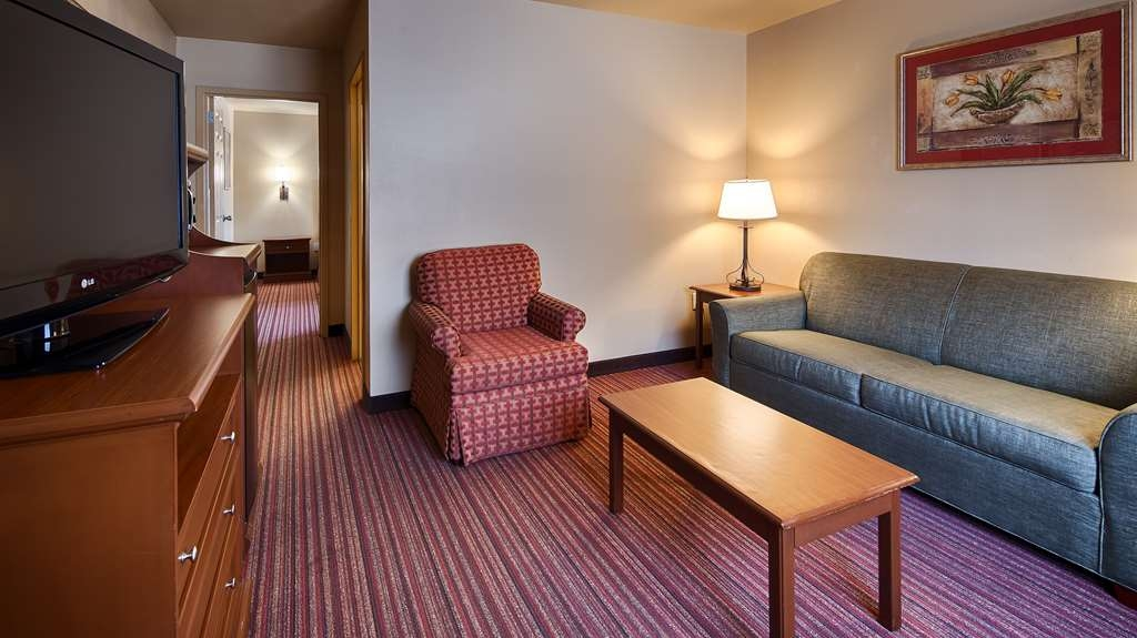 Best Western Dos Rios - King Suite is a beautiful spacious room with a private bedroom. It has a sofa sleeper that pulls out into a queen size bed. Has a sitting area and plenty of room to work or just relax.