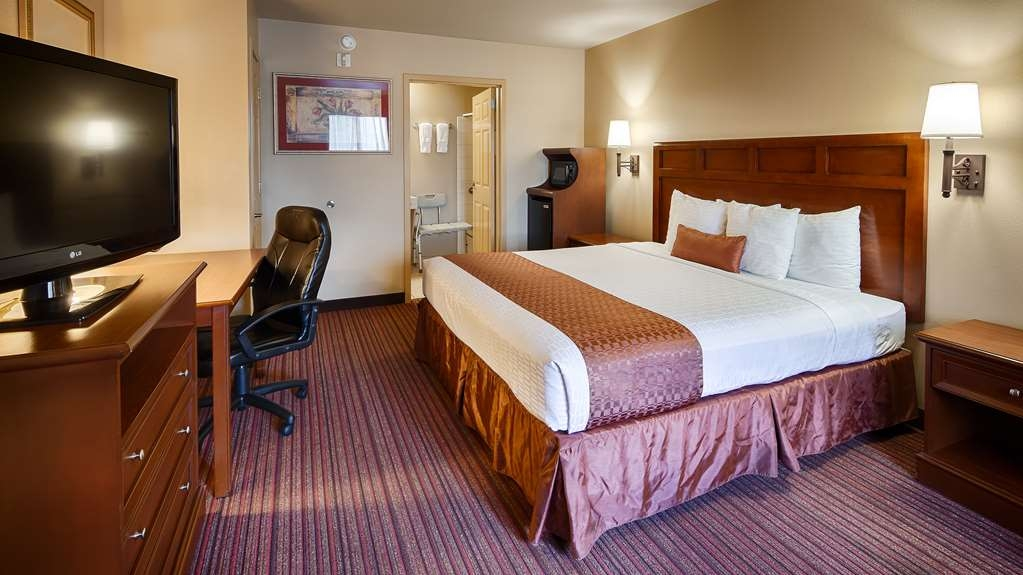 Best Western Dos Rios - King Mobility Accessible Room. This room has a roll in shower and easy access to the room.