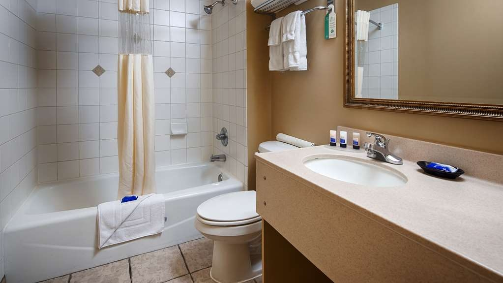 Best Western Dos Rios - Enjoy getting ready for the day in our fully equipped guest bathrooms.