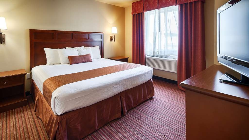 Best Western Dos Rios - King Suite is perfect if you are looking for a little extra room to stretch out and relax. This room also has a bedroom door for privacy. This room also has a sofa sleeper and a working area for business.