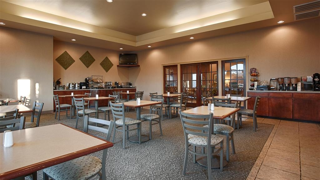 Best Western Dos Rios - Our free hot breakfast features a wide variety of traditional morning treats the entire family will enjoy!