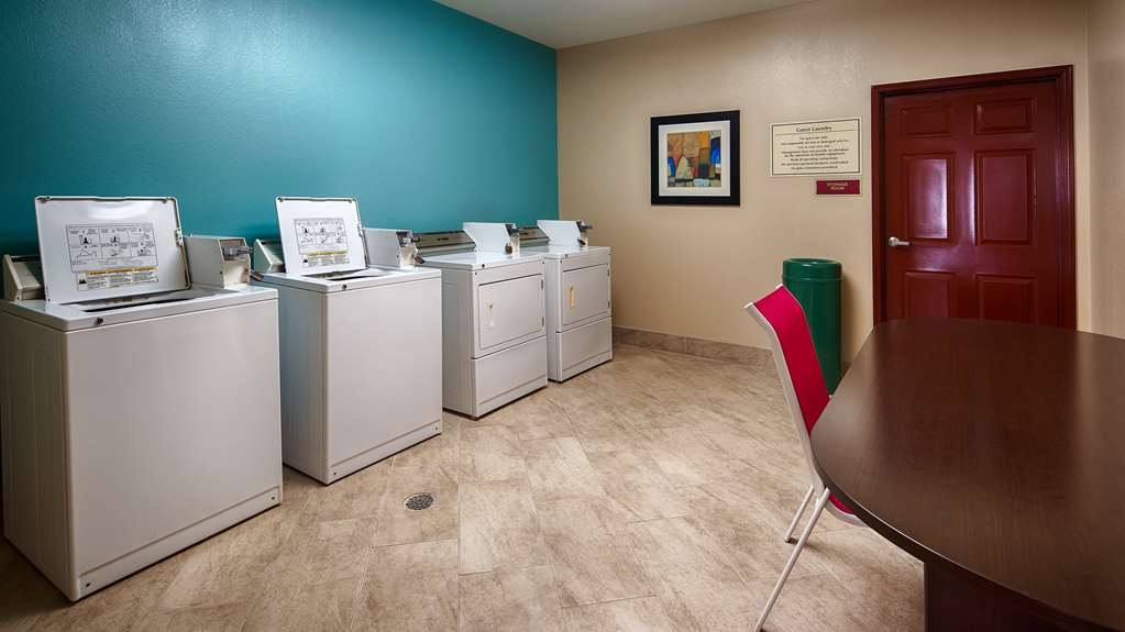 Best Western Plus Monahans Inn & Suites - Coin operated laundry facilities are available for all guests.