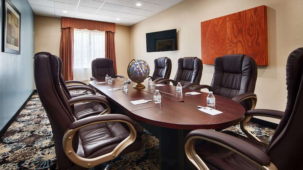 Best Western Plus Monahans Inn & Suites - Our meeting room is perfect for moderate sized gatherings, presentations or seminars.