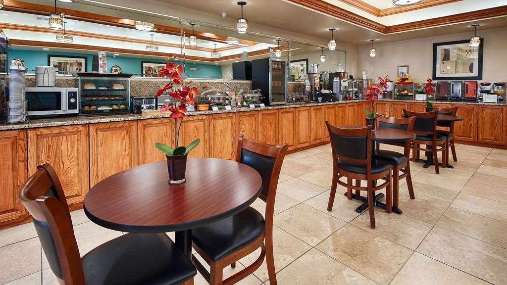 Best Western Plus Monahans Inn & Suites - Our full hot breakfast includes your choice of a create your own omelettes, Canadian bacon, sausage, build your own breakfast sandwich, seasoned potatoes, biscuits and gravy, several varieties of hot tea, and expresso shots.
