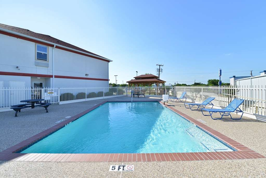 Best Western Limestone Inn & Suites - Whether you want to relax poolside or take a dip our outdoor pool area is the perfect place to unwind.
