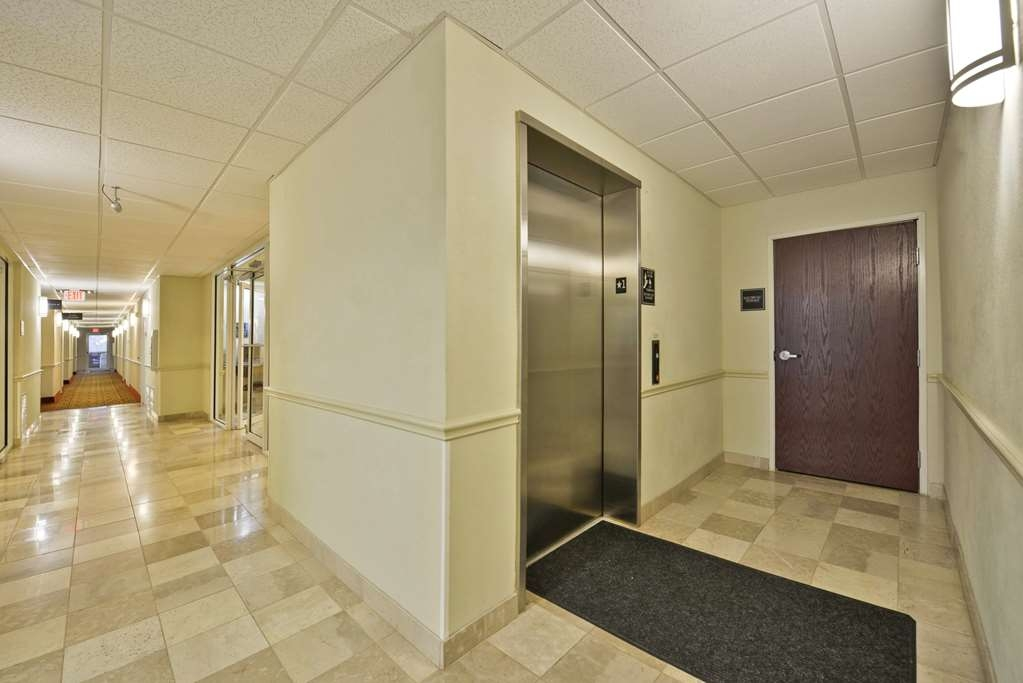 Best Western Limestone Inn & Suites - Guest elevator is available for all guests to use.